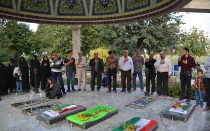 به مناسبت هفته دفاع مقدس در اسرم برگزار شد/غبار روبی گلزار شهدا